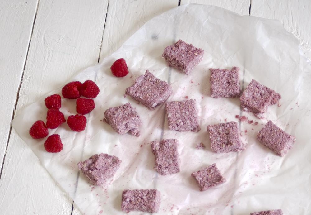 Raspberry-cashew-oaty-bites
