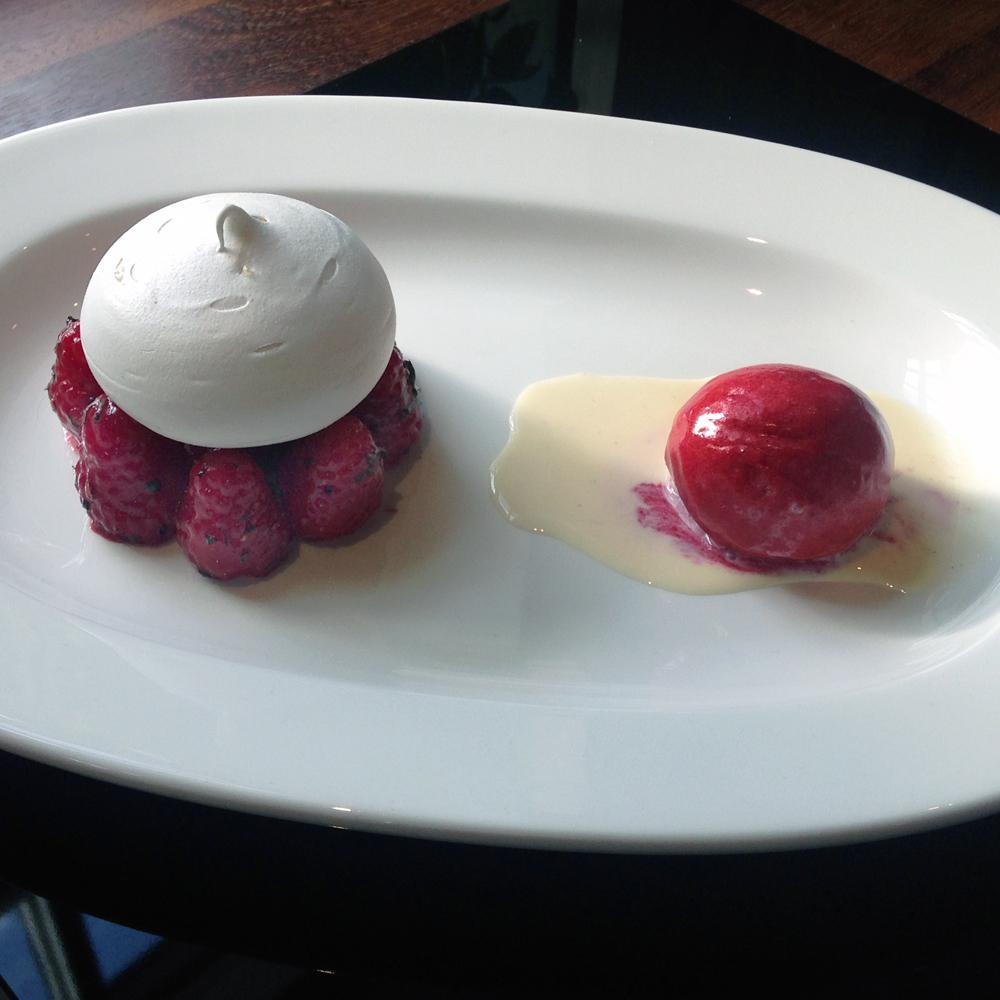 Soft lemon meringue with raspberry salad