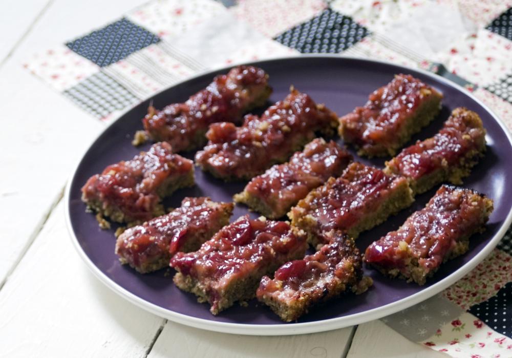 Gooseberry-upside-down-crumble-bars-sneaky-veg