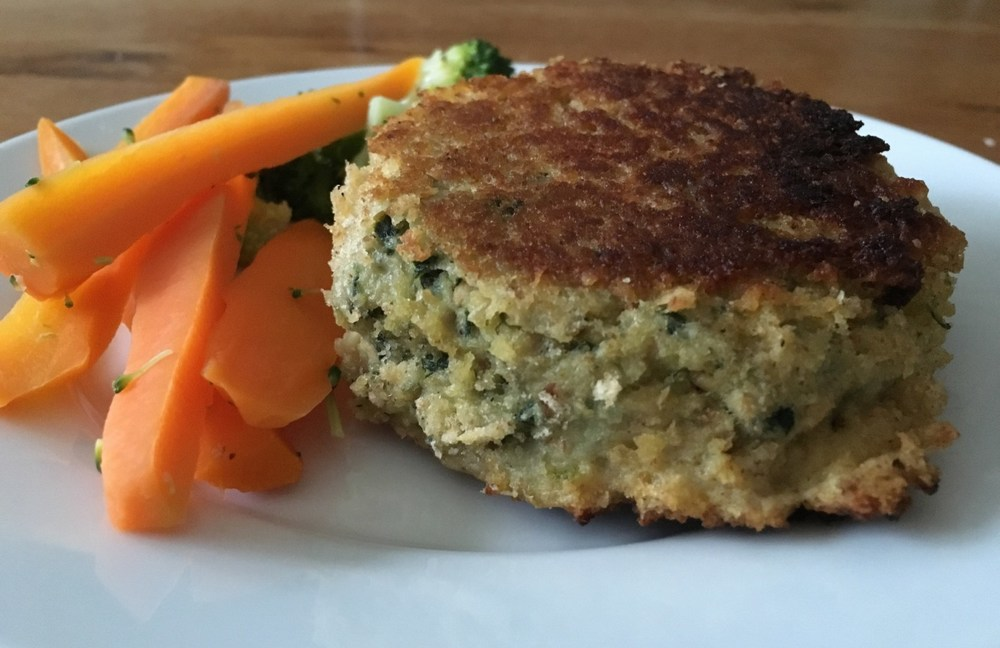 http://www.mummymishaps.co.uk/2016/08/salmon-spinach-feta-cheese-fishcakes.html