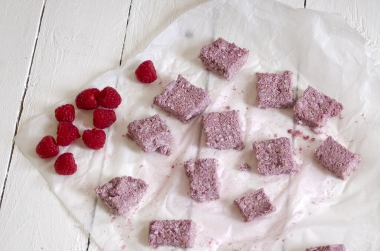 Raspberry cashew oaty bars for Berry World