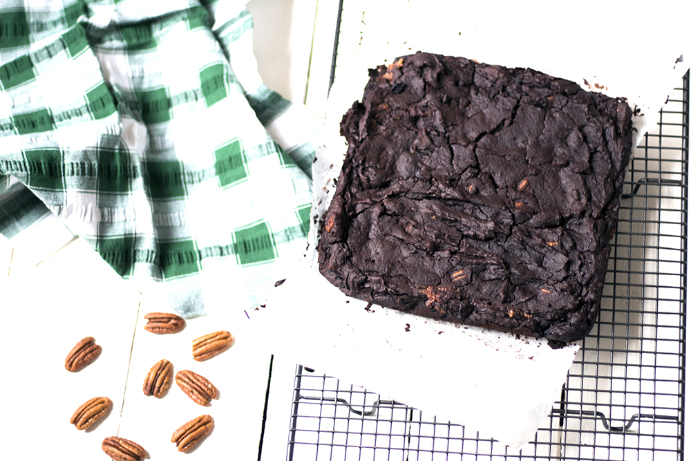 Vegan-salted-caramel-black-bean-brownies