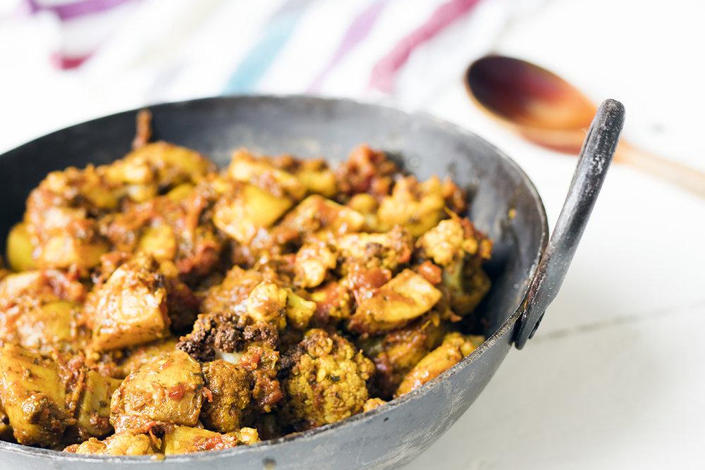 Potato-cauliflower-curry-vegan-recipe-aloo-gobi