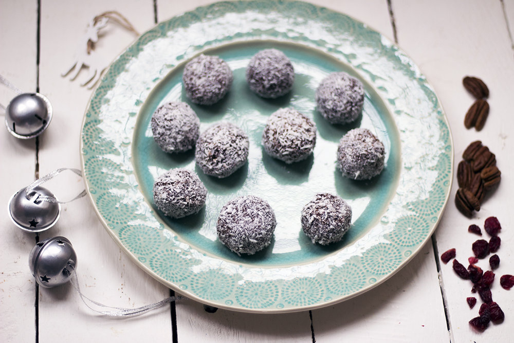 Vegan-pecan-cranberry-chocolate-snowballs-recipe