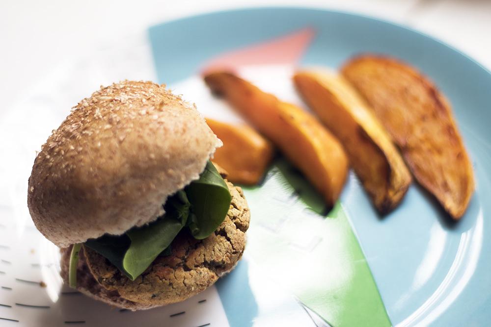 Mini-falafel-burgers-sliders-vegetarian-vegan-kid-friendly-recipe