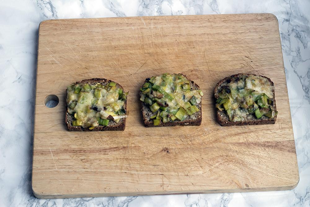 Cheesy leeks on toast recipe