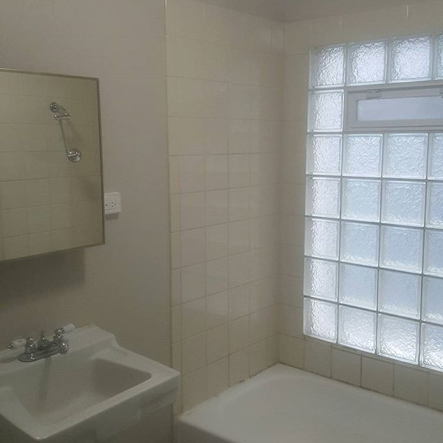 Bathtub And Wall Tile Reglazing CC Painting And Gutters - Bathroom tile reglazing