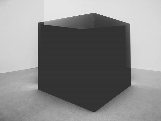 #blackcube #whitecube