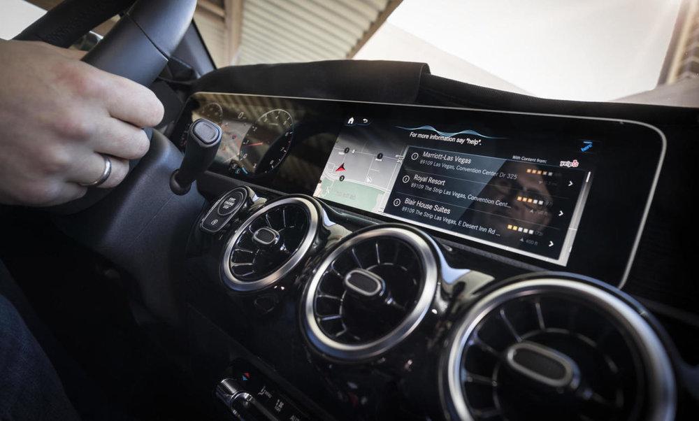 03-mercedes-benz-user-experience-cockpit-revolution-2560x1539-1280x770.jpg
