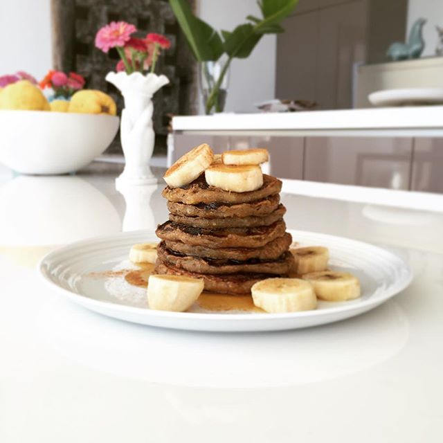 Cruelty-free vegan pancakes made with ❤️. (Serves 2) 🔹2 ripe bananas, mashed 🔹1 tbs coconut sugar 🔹1 c whole wheat flour 🔹1 c water 🔹2 tbs chia gel (chia mixed with water) For the topping: 🔸1 banana, sliced 🔸Maple syrup 🔸Cinnamon In a bowl mix all the ingredients until you get a lumpy batter. Heat a pan at medium heat and  place 3 small pancakes in the pan, using 1 tablespoon to measure. Once they start to bubble flip them and cook another 2/3 min. Stacking them on a plate. Finally top with sliced banana, maple syrup and cinnamon.