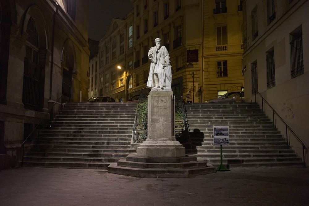 Paris statue night