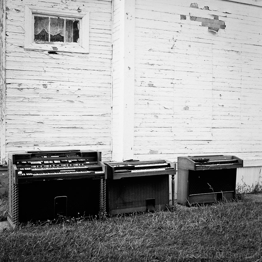 Detroit, electric organs outside a church, 2010