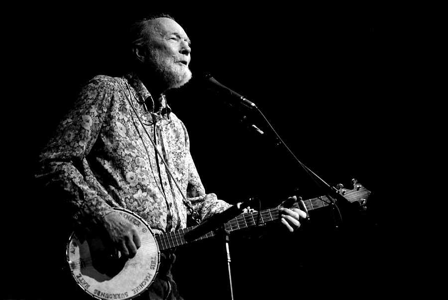 Pete Seeger in 2005, performing at a Tribute to Alan Lomax at Cooper Union