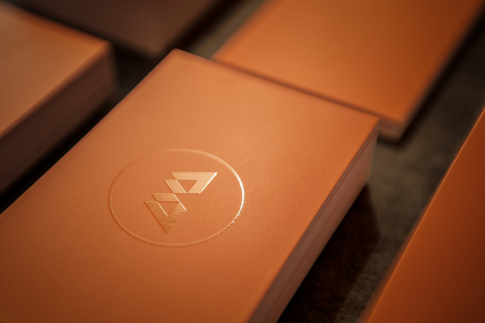 Centro-Benenzon-Portugal-bonjourmolotov-Branding-Logo-Logotype-Graphic-Design-Grafico-Business-Cards-Spot-UV-Coating-Orange-Musicoterapia-CBP 02