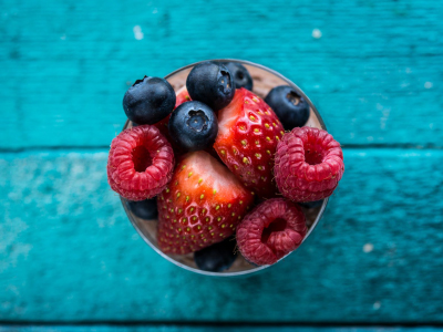 BANTING CHOCOLATE MOUSSE WITH BERRIES