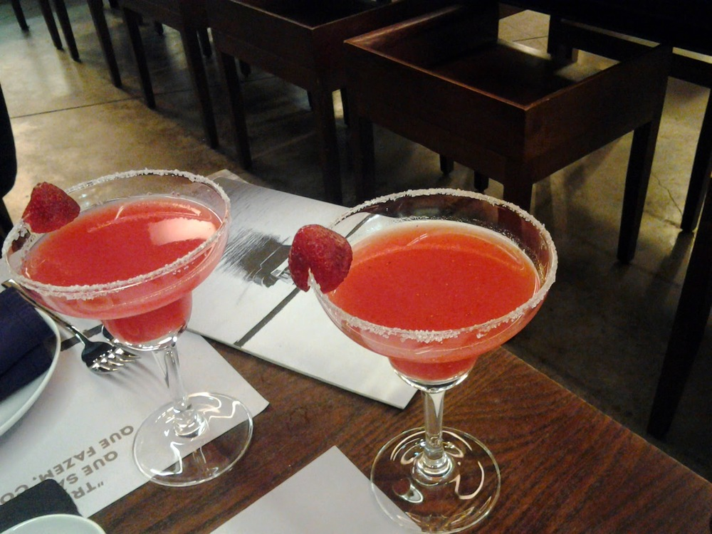 Margaritas de frutos vermelhos, um must para antes, durante e depois do jantar, como aconteceu.