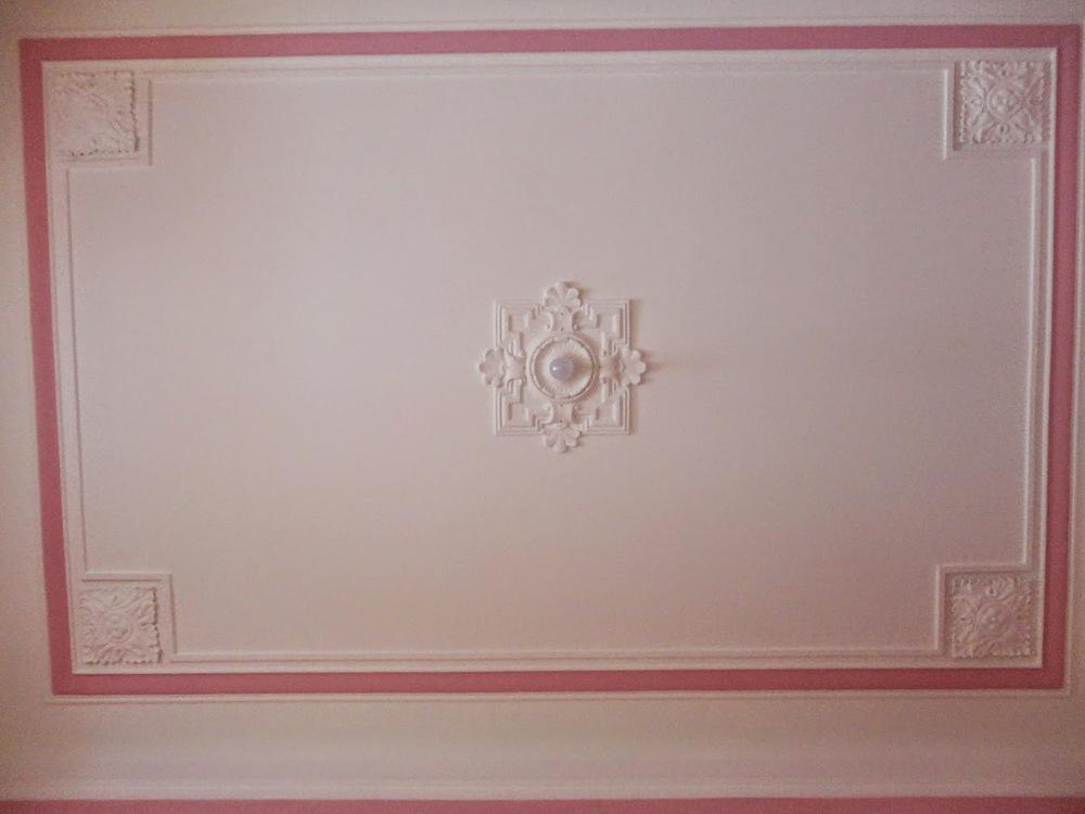 O pormenor que mais gosta no apartamento é o tecto cor-de-rosa do quarto.