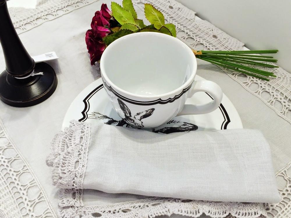 Em casa ou no escritório, fã de café ou chá, há que ter sempre uma chávena para nos acariciar os lábios.