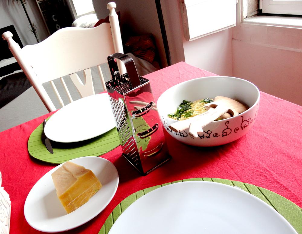 sim, é uma excelente cozinheira! ninguém faria melhor uma massa chinesa com temperos italianos, acredita!