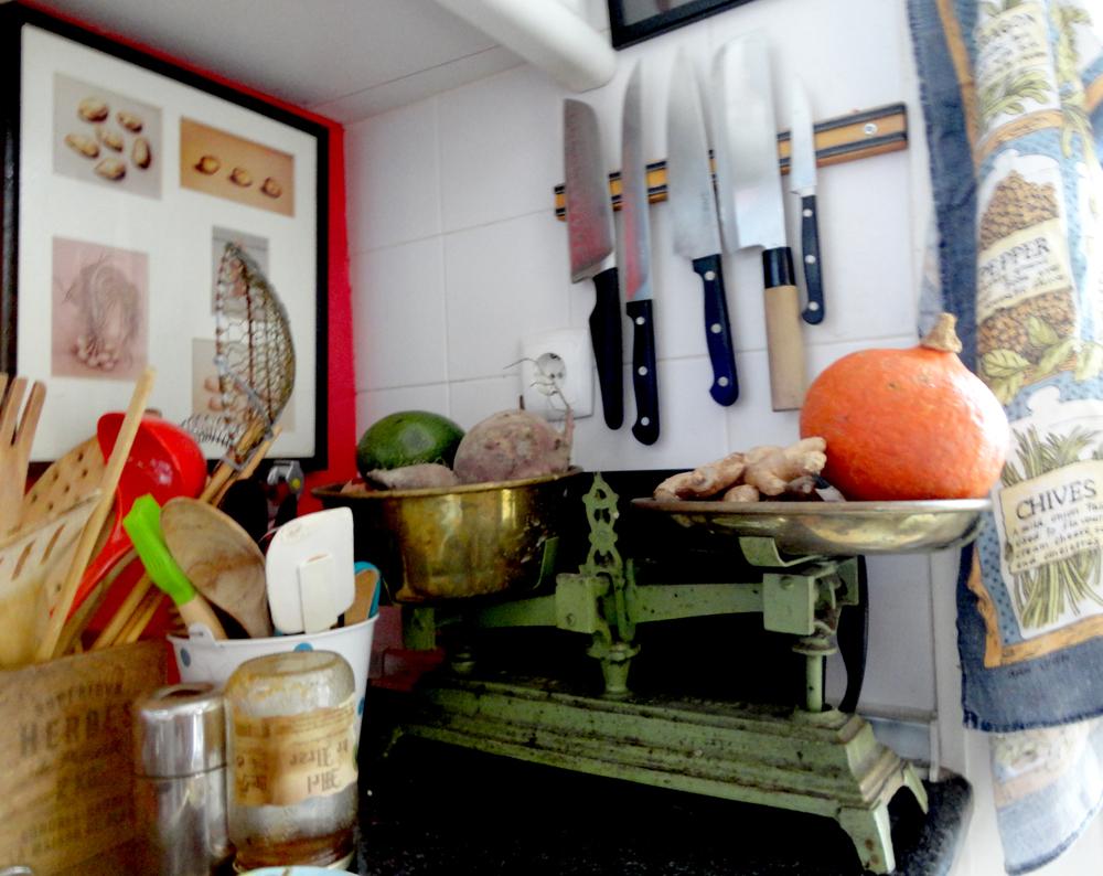 balança que pertencia à sua avó faz agora parte do espólio da cozinha.