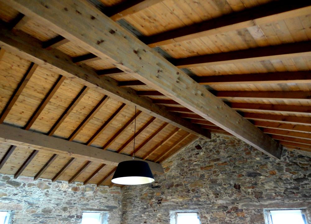 adoro tectos em madeira.