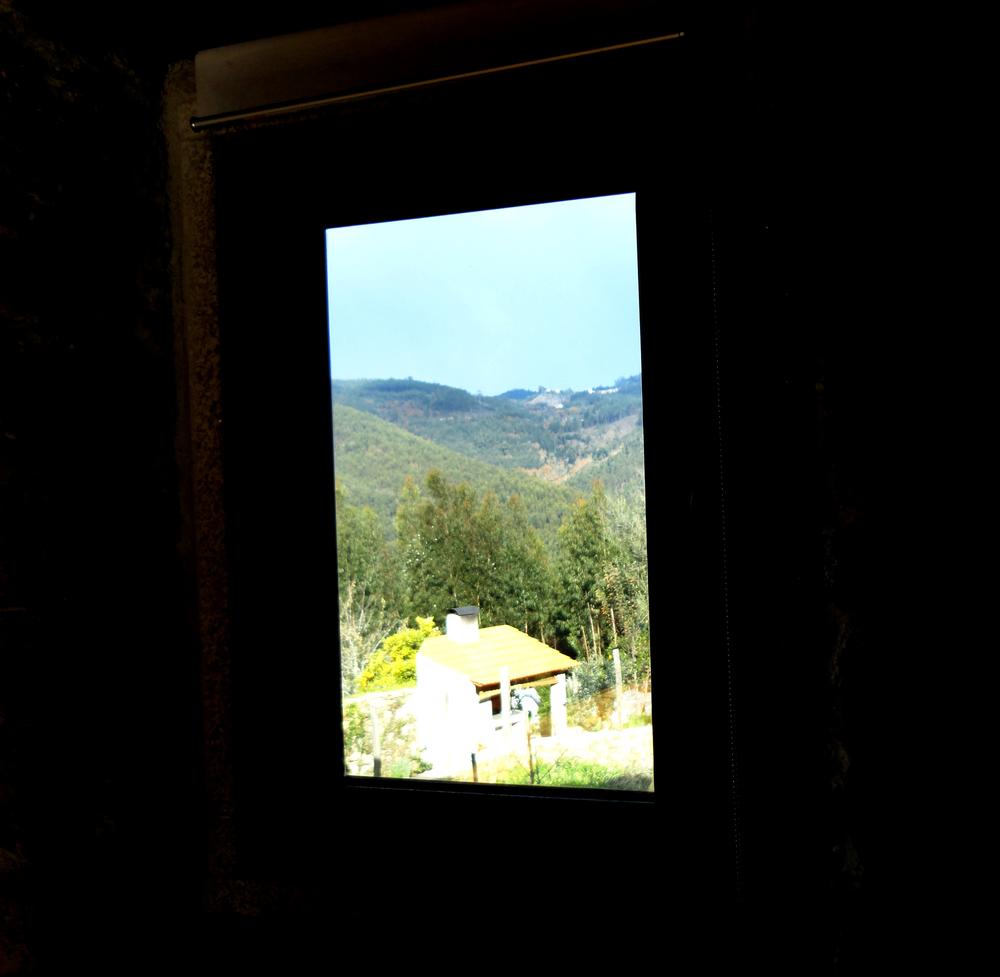 não é uma pintura, é mesmo a vista de uma das janelas.