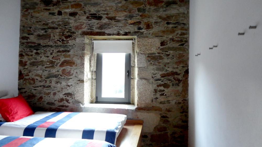 mais um quarto com 3 camas para os putos (pequenos e grandes).