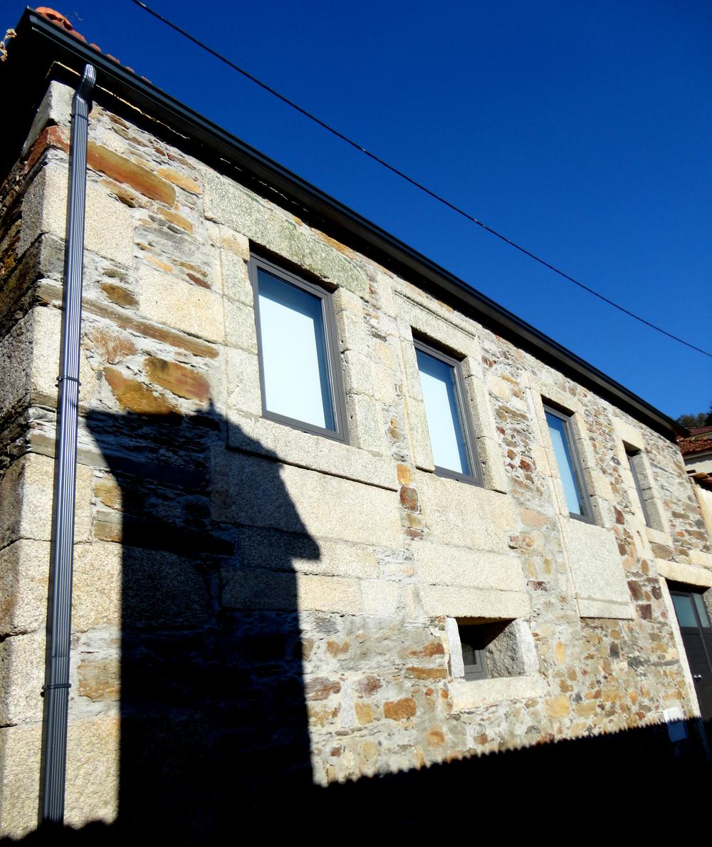 única fachada da casa para a rua.