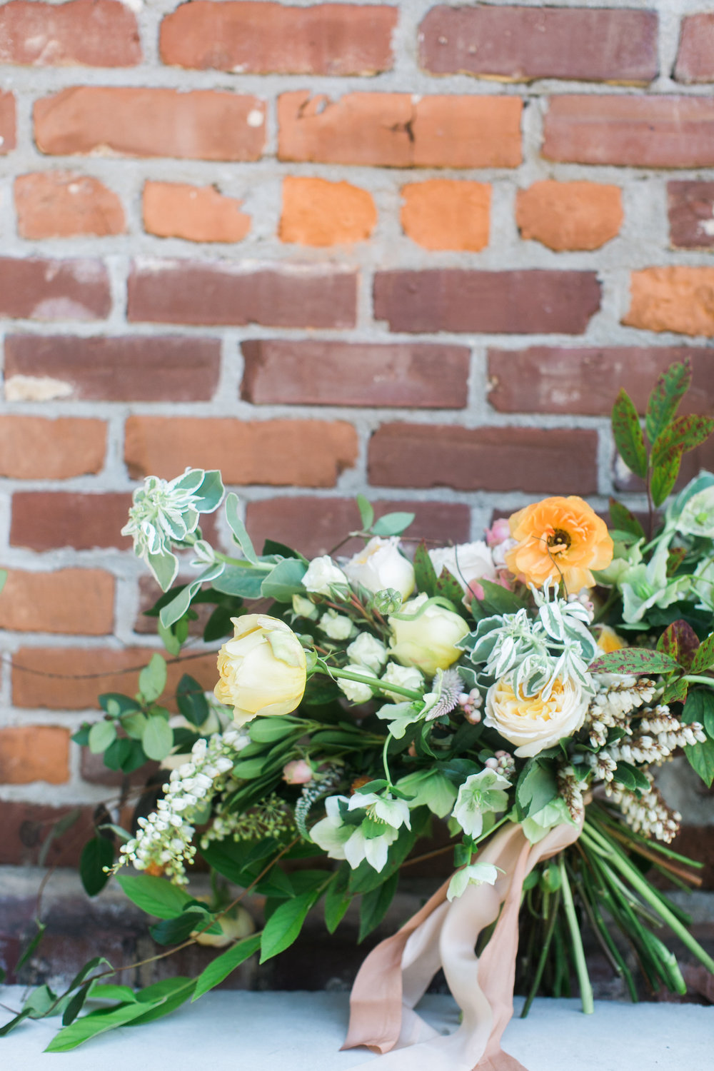 jessica-zimmerman-events-floral-event-design-coordination-planning-wedding-invitations-neutral-blush-organic-conway-arkansas-amy-osaba-events-organic-floral-white-tulips-greenery