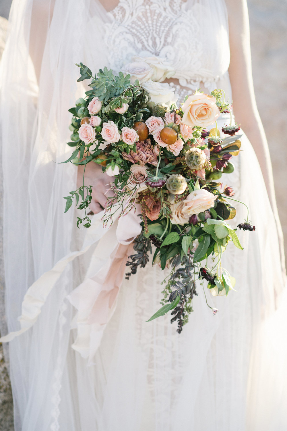 jessica-zimmerman-events-floral-event-design-flowers-florist-bridal-portraits-joshua-tree-california-desert-pictures-organic-bouquet-whitney-bower-sydnie-ross