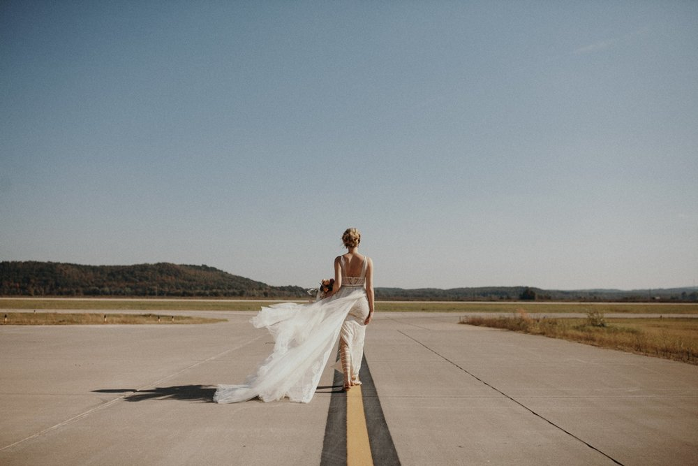 jessica-zimmerman-event-floral-event-design-wedding-coordinator-coordination-planning-planner-conway-little rock-arkansas-southern-sydnie-sean-landers-hangar-airport-jordan-voth-bride-dress