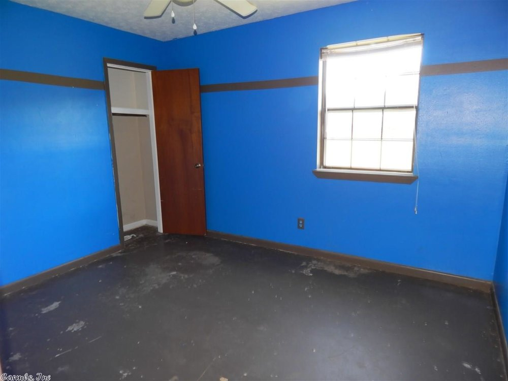 flipping_business_flip_house_before_picture_southern_arkansas_bedroom.jpeg