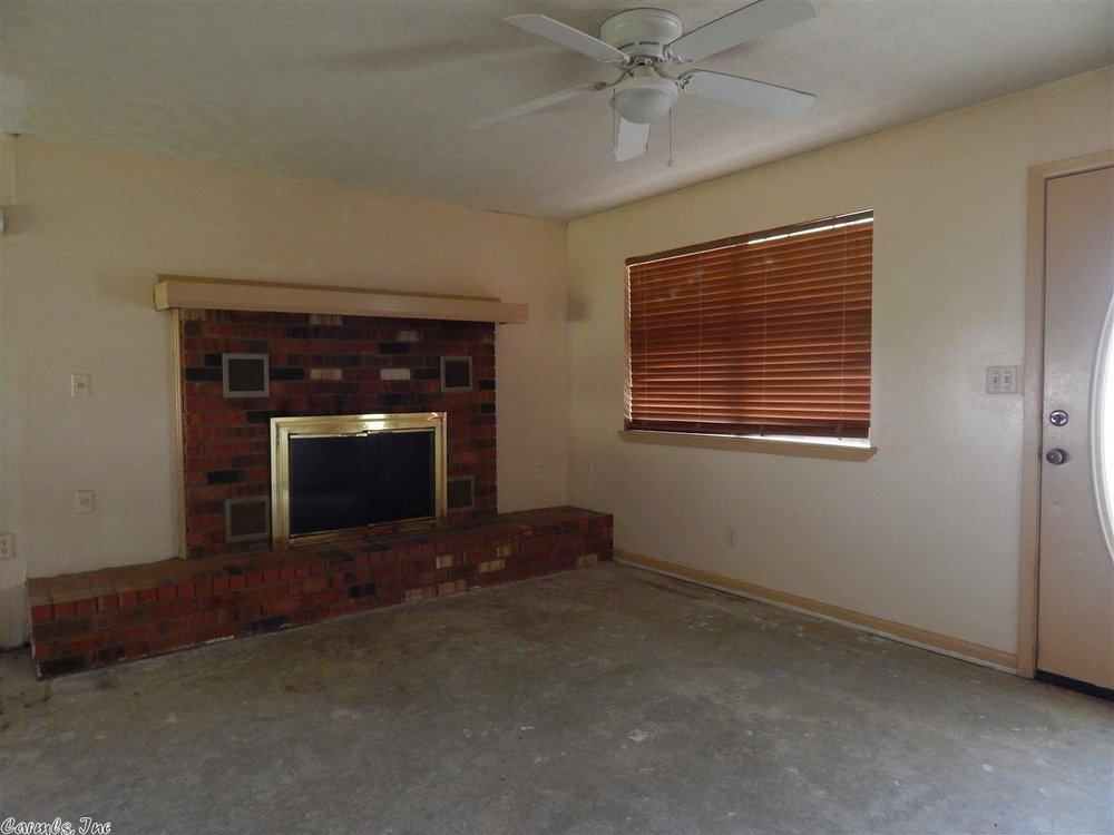 flipping_business_flip_house_before_picture_southern_arkansas_fireplace.jpeg