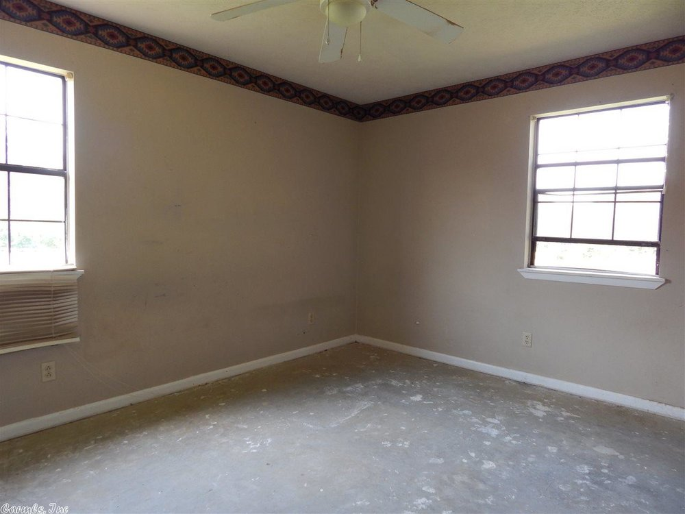 flipping_business_flip_house_before_picture_southern_arkansas_living_room_windows.jpeg