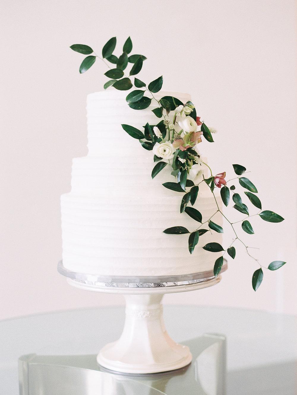 jessica-zimmerman-wedding-planner-cake-floral.jpg