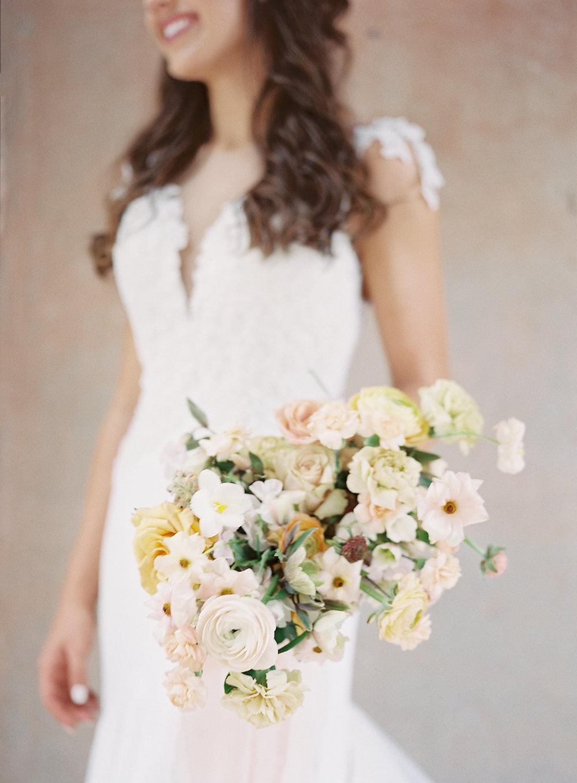 jessica-zimmerman-bridal-portrait-bouquet.jpg