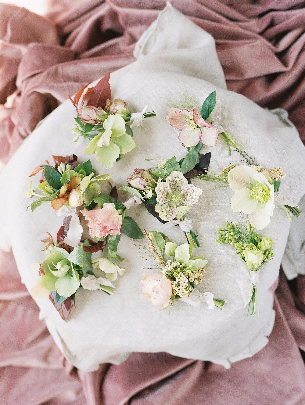 jessica-zimmerman-geometric-wedding-organic-boutonniere.jpg