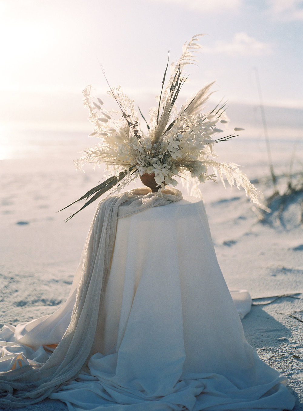 jessica-zimmerman-events-florida-editorial-dried-floral-table-arrangement.jpg