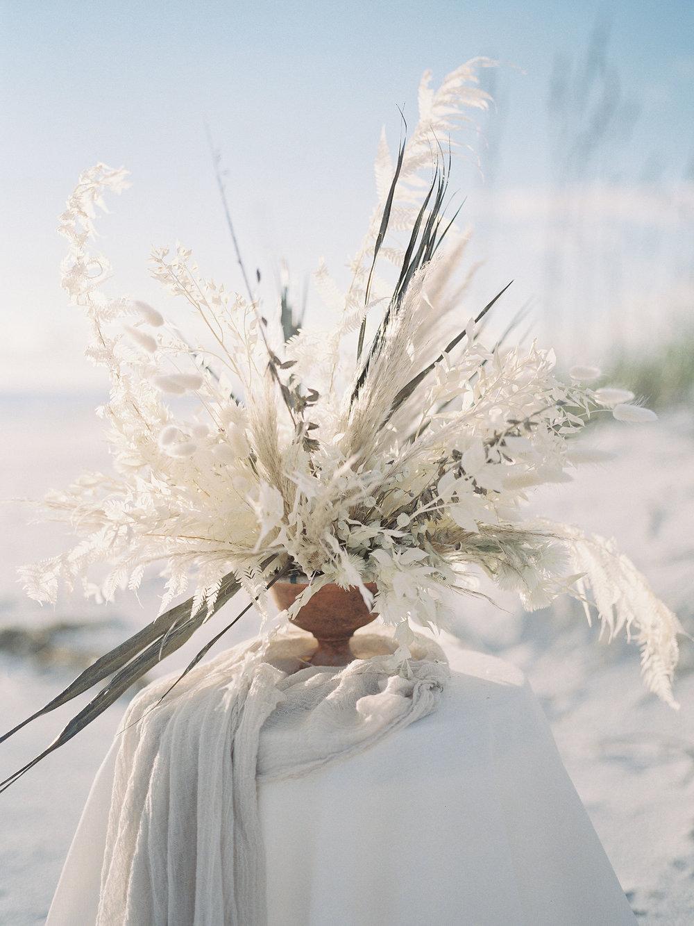 jessica-zimmerman-events-florida-editorial-dried-floral-arrangement.jpg