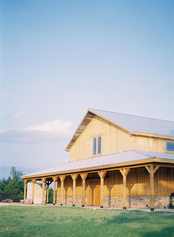 jessica-zimmerman-events-arkansas-mountain-wedding-reception-venue-barn.jpg