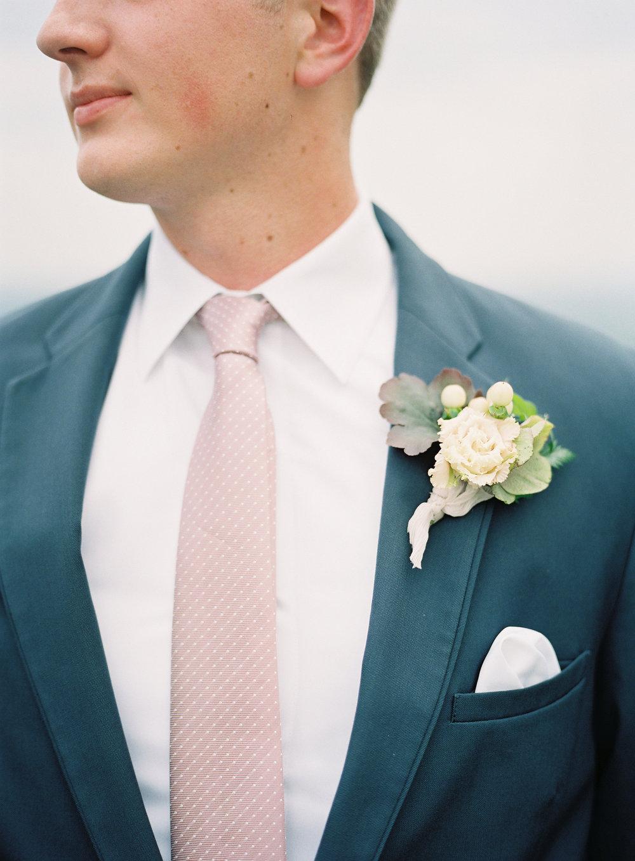 jessica-zimmerman-events-arkansas-mountain-wedding-groom-boutonniere.jpg