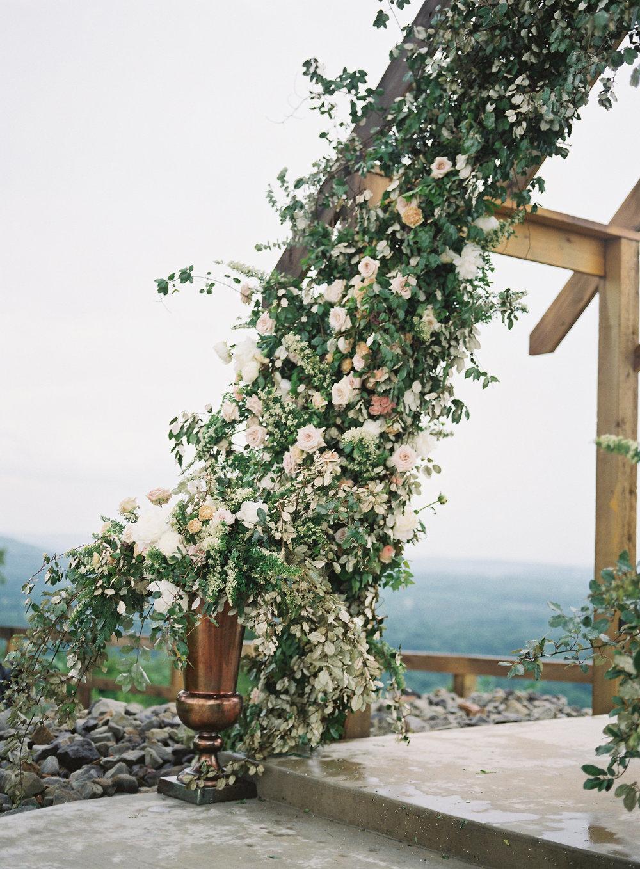 jessica-zimmerman-events-arkansas-mountain-wedding-ceremony-flowers.jpg