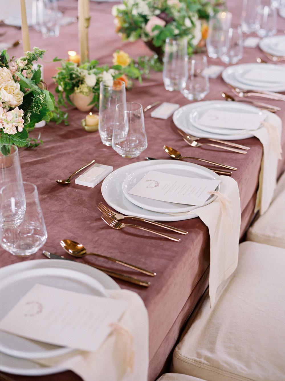 jessica-zimmerman-events-arkansas-mountain-wedding-head-table.jpg