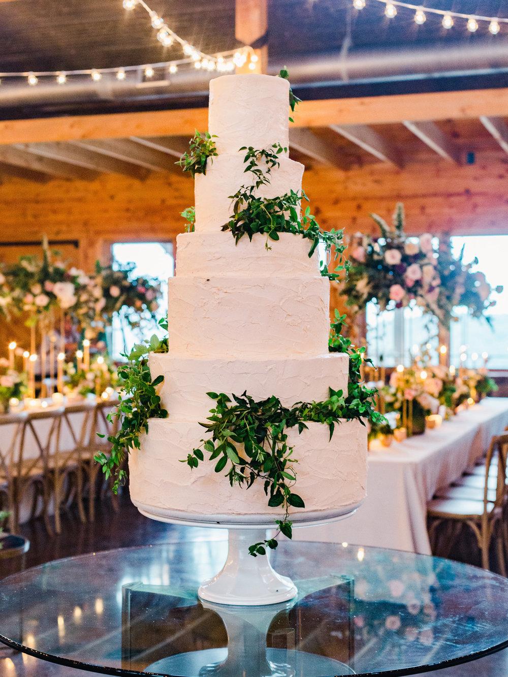 jessica-zimmerman-events-arkansas-wedding-martha-stewart-feature-reception-cake.jpg
