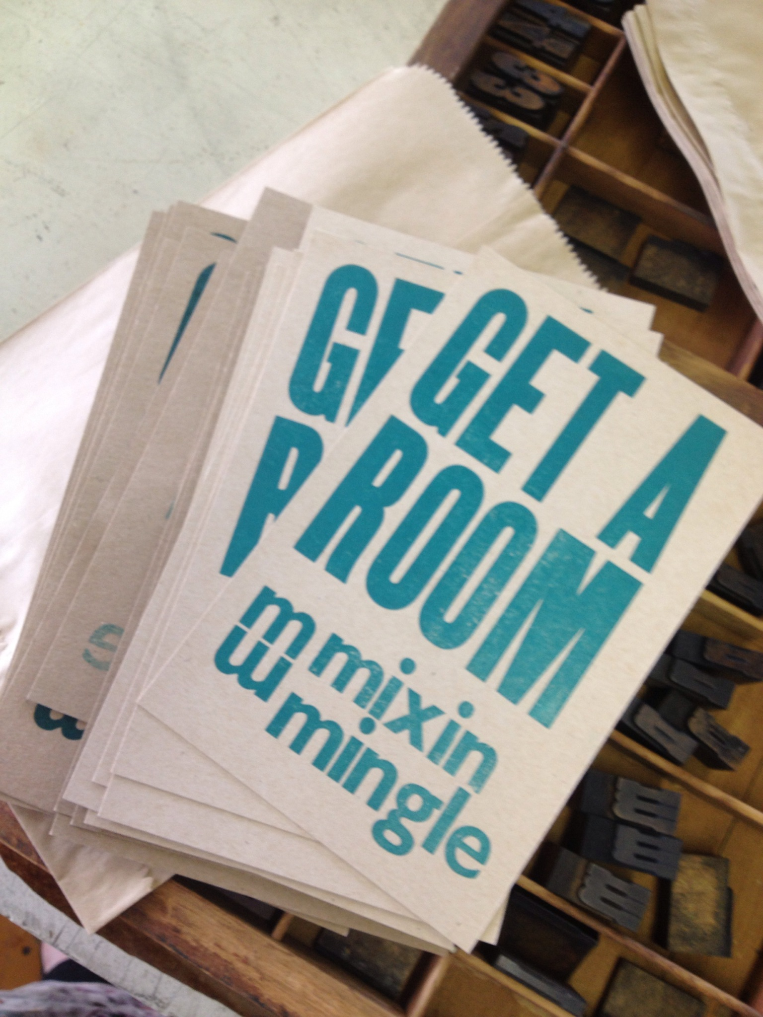 Mixin Mingle Get a Room Sign