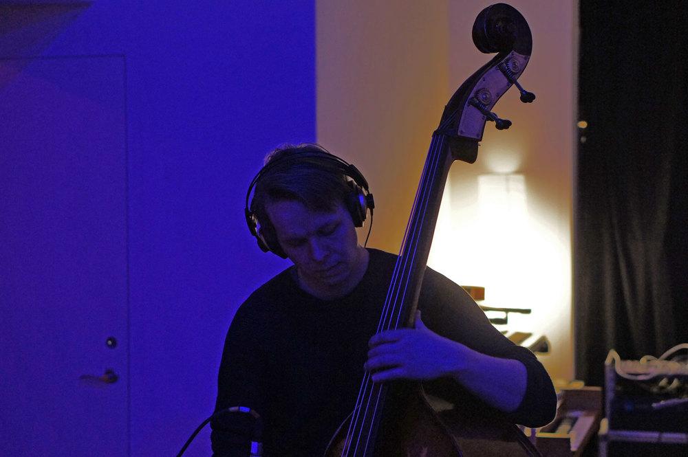 Audun Havåg: spiller røde toner i blått lys  (derfor blir bildet litt lilla)