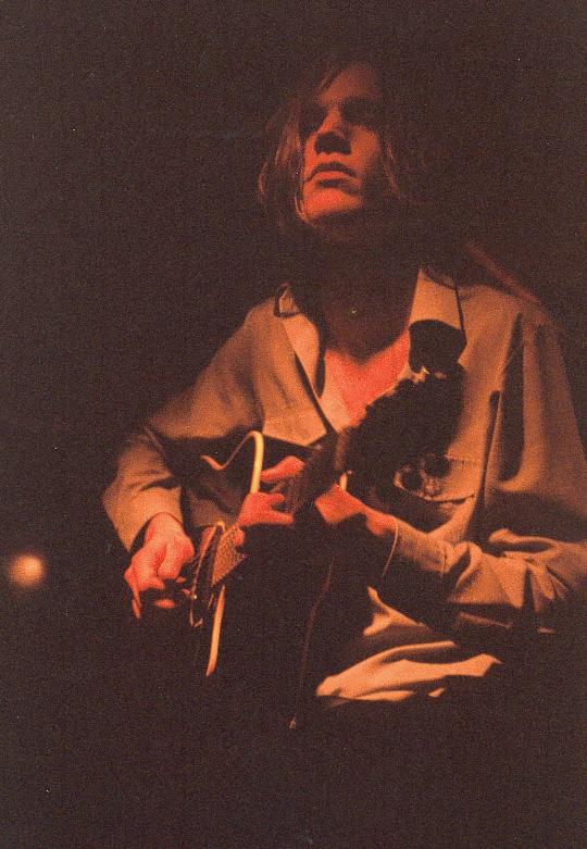 """""""Eventide"""" fremført på Hulen i Bergen, med bandet Woo."""