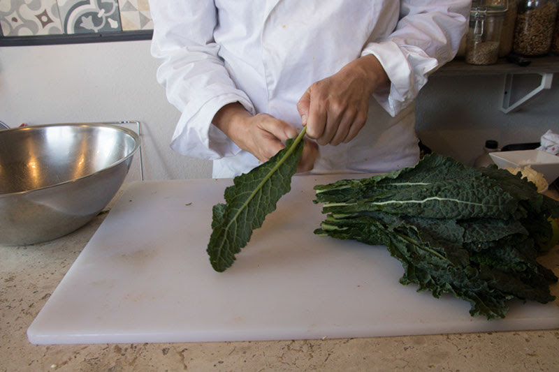 Demonstrating several easy preparation of kale