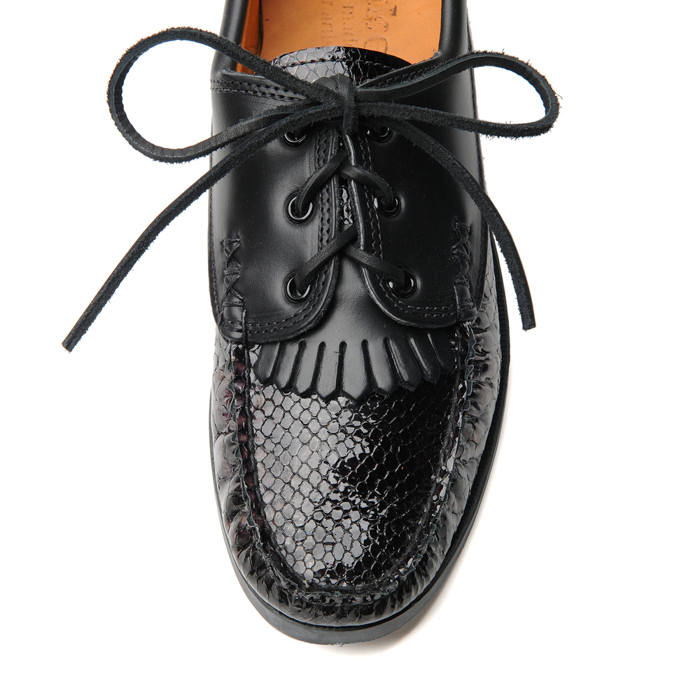 non-boat-shoe-w-kiltie-snake-blackx-c-black-front.jpg