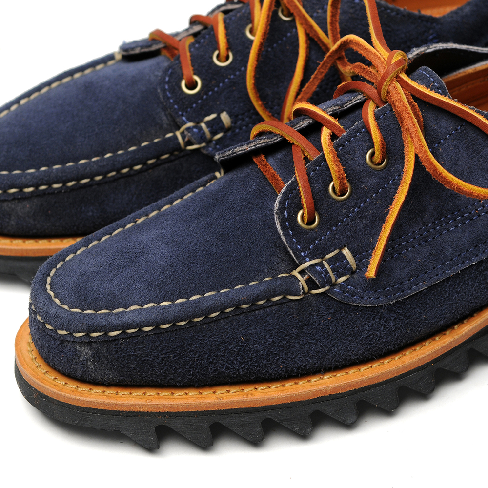 08022M-ENGLISH-MOC-W-RIPPLE-SOLE-FO-NAVY-CLOSE-UP.jpg